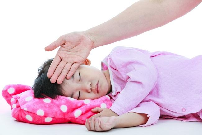 Cara Menurunkan Panas Demam Pada Anak dengan Alami